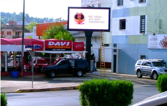 A Single Pillar Outdoor Adverting LED Screen